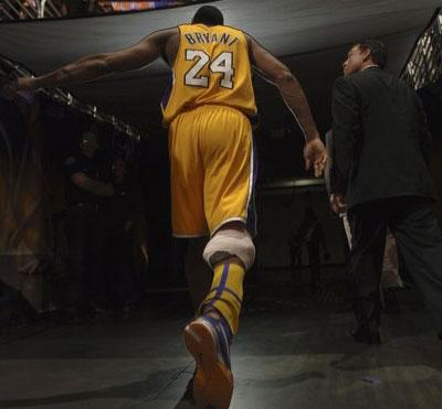 http://ballertainment.com/wp-content/uploads/2011/08/Kobe_Bryant_back.jpg